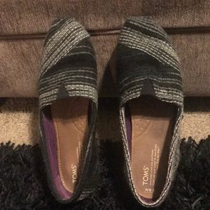TOMS Women's Black and Grey  Flats